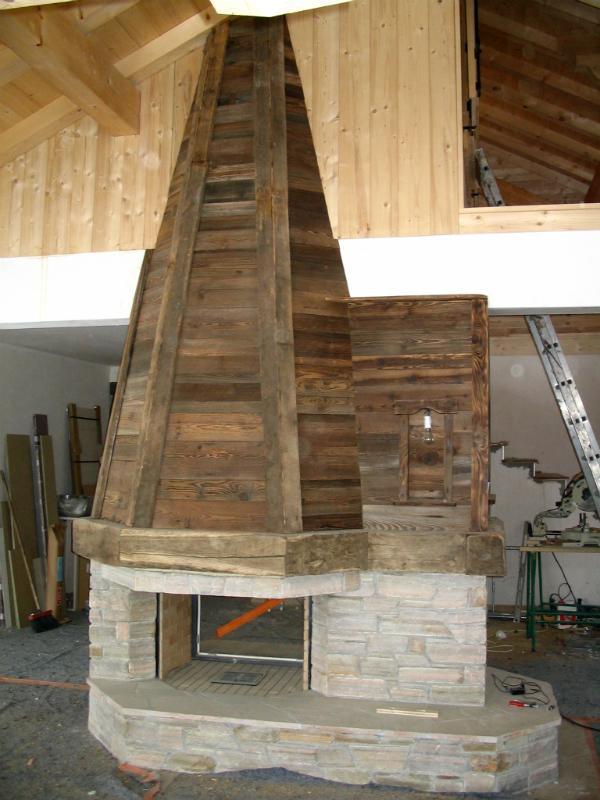 Hotte de chemin e atragale ebenisterie for Cheminee en bois decorative